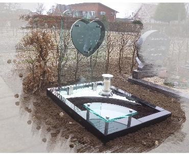 Grafsteen met glas rvs lantaarn te Ter Aar