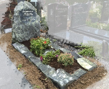 Grafstenen Ruw en natuurlijk te Vleuten