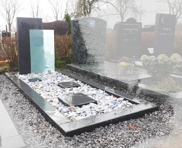 leisteen met glas grafsteen