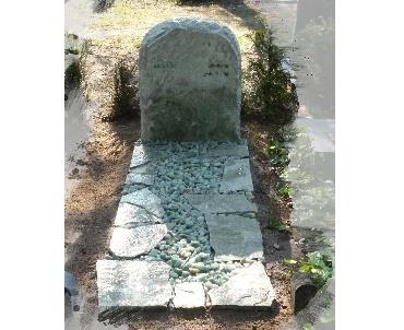 Grafsteen met schervenrand