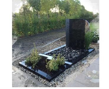 Grafsteen met Donker glasplaten met natuursteen en RVS