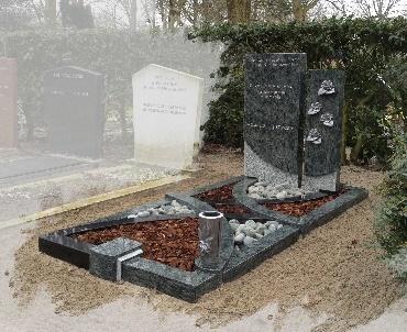 Grafsteen met aluminium accessoires Alphen aan den Rijn