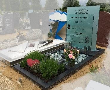 Grafsteen met twee glasplaten te Oudewater