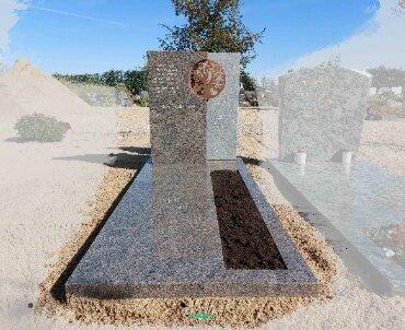 steen met bronze boom te bodegraven vredehof