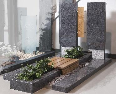 Grafsteen met hout en Orion graniet