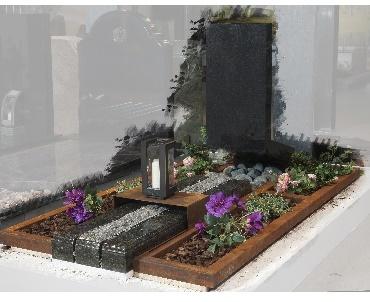 Cortenstaal met graniet en bronzen lantaarn Tiel