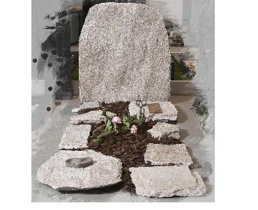 Grafsteen Ruwe steen met brons Amersfoort