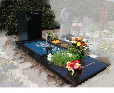 Grafsmonument met Glas en natuursteen te Nieuwkoop