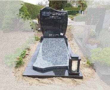 zwart graniet monument met gravure dekplaat