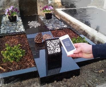 Grafsteen met QR-code