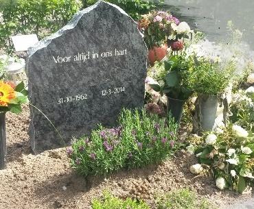 Grafstenen Ruw gekapte zijkanten Nieuwkoop