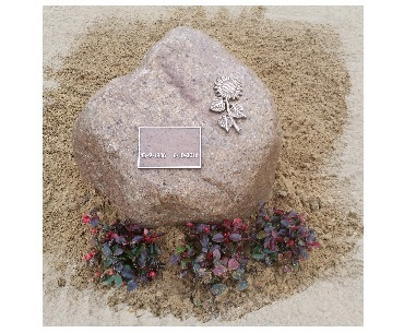 grafstenen Zwerfkei met brons