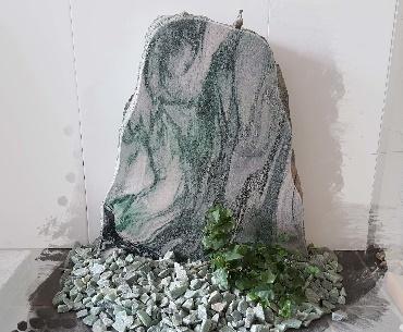Grafsteen metallic green