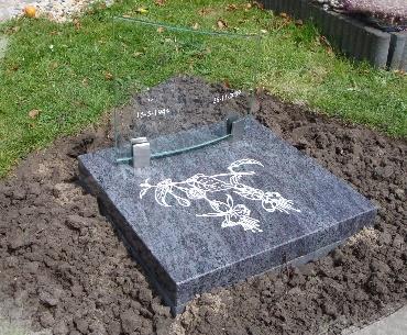 Grafsteen met Gebogen glasplaat met granieten vloerplaat