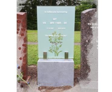 algemeen grafsteen met glas en belgisch hardsteen