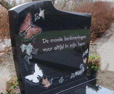 Grafsteen met aluminium tekst
