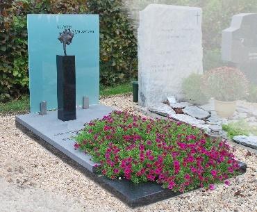 Grafsteen met Bronzen beeld
