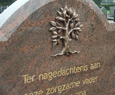 Grafsteen met Bronzen boom met bladgoud tekst