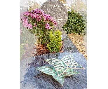 Grafsteen met Vlinders van brons