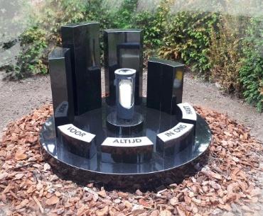 gedenkmonument begraafplaats Woerden aan de meeuwenlaan