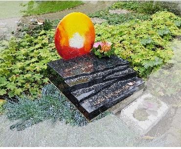 Grafsteen Algemeen met glas en brons Harmelen
