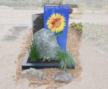 grafsteen met foto achter glas 1