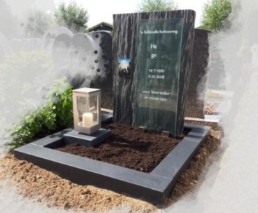 grafsteen roelofarendsveen. rvs lantaarn leisteen en zwart graniet gezoet 1