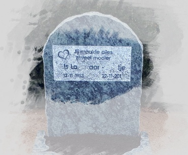 grafsteen verheven tekst rondom geprikt