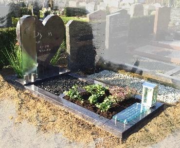 Kindergrafsteen Graniet met glas en rvs lantaarn
