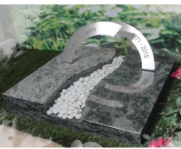 Grafsteen met rvs en glaspebbles