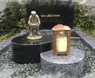grafstenen Bronzen beeld met lantaarn