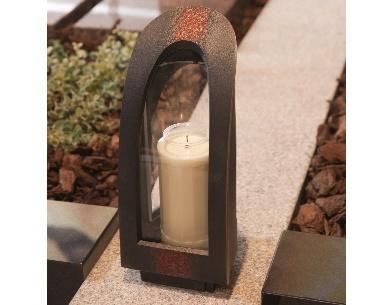 grafstenen met Bronzen lantaarn voor een 7 dagen kaars