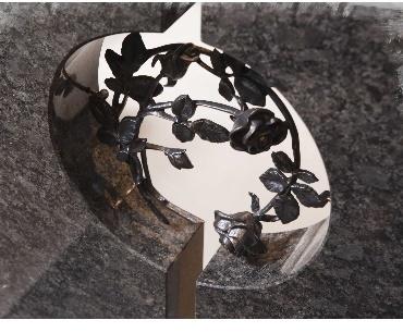 Grafstenen met Bronzen rozenornament