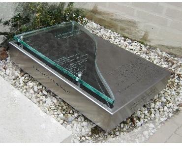 Grafteen algemeen met Rvs met glas