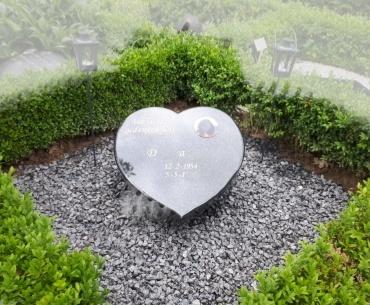 urnengrafsteen zwart granieten hart
