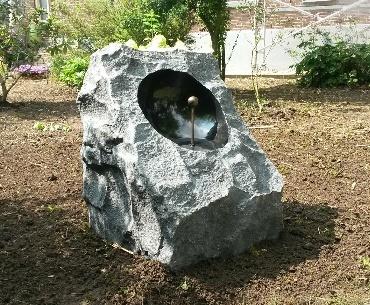 Grafsteen Zonnewijzer urn
