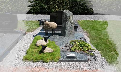 accessoires rondom een grafsteen