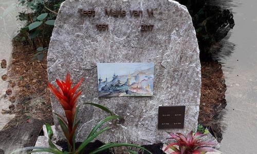 Grafsteen met bronze belettering